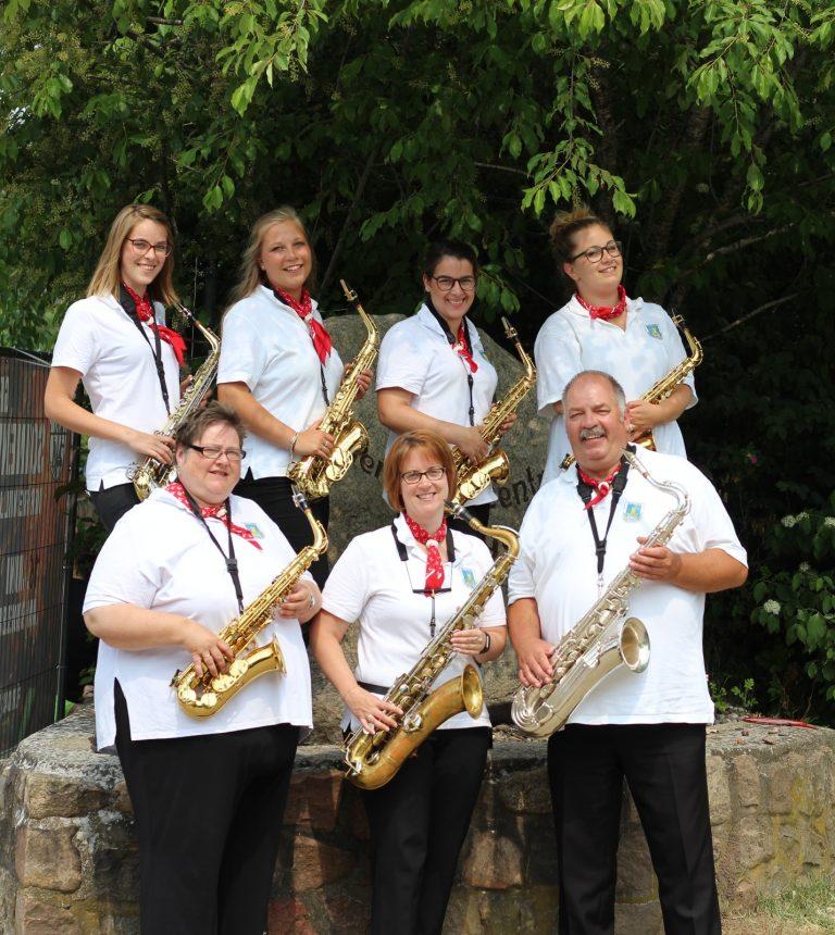 oben: Jana, Lynn, Finja, Finja,  unten: Helle, Silke, Michael